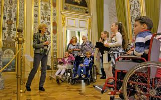 Экскурсии-квесты для людей на колясках — по постоянной экспозиции Михайловского дворца (Русский музей)