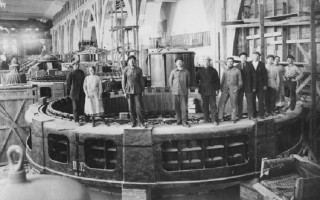Статор гидрогенератора Волховской ГЭС. Ленинград. 1926 г.