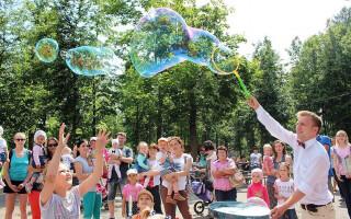 Фестиваль мыльных пузырей — добрый фестиваль для всей семьи в парке им. Бабушкина