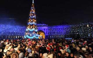Новый Год на Дворцовой площади Петербург. Фото: tass.ru