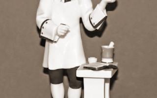"""Скульптура """"Д. И. Виноградов"""". Скульптор Г.Б. Садиков, художник Л.И. Лебединская. ЛФЗ. 1970-1075 гг. Фото: lermontovgallery.ru"""