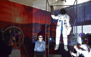 """Выставка """"От Земли до Марса с остановкой на Луне"""""""