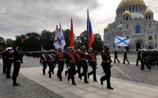 В Кронштадте прошла репетиция Торжественного прохождения военных моряков. Фото: gov.spb.ru