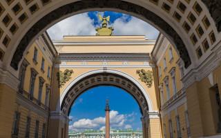 Триумфальная арка Генерального штаба на Дворцовой площади в Санкт-Петербурге