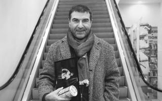 Евгений Гришковец Одновременно в Санкт-Петербурге. Фото: fotokto.ru