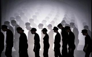Спектакль «Двенадцать» в Александринке