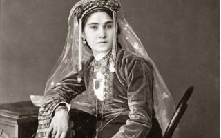 Портрет молодой женщины. 1870-1890-е годы. г. Ахалцих, Ахалцихский у., Тифлисская губ. Армяне. Фотоархив РЭМ
