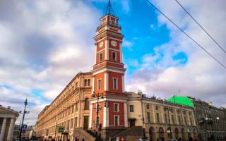 Башня Городской Думы. Гостиный Двор, Невский Проспект. Автор: Peterburg.center
