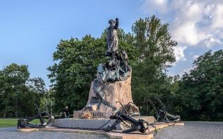 Памятник адмиралу Макарову в Кронштадте. Фото: Florstein (WikiPhotoSpace)