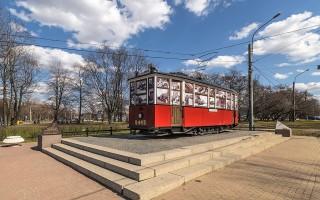 Памятник трамвай типа МС у трамвайного парка № 8. Фото: Florstein (WikiPhotoSpace)