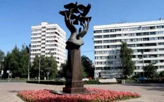 Памятник учителю, источник фото: http://rusmuseumvrm.ru/data/city_walks/spb_belinskogo/kalininskomu_rayonu_sankt_peterburga___80_let_pamyatniki_kalininskogo_rayona/index.php?lan