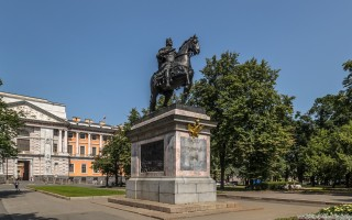 Памятник Петру І работы Растрелли. Автор: Florstein, Wikimedia Commons