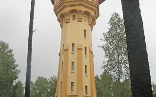 Гидробашня с лабораториями: юго-восточнее главного здания. Автор: Екатерина Борисова, Wikimedia Commons
