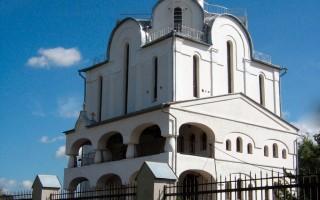 Благовещенская церковь на Пискаревском проспекте. Автор: Lindelmann,  Wikimedia Commons