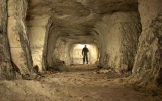 Ребровские пещеры, источник фото: http://saintpetersburg.zagranitsa.com/article/3891/vglub-zemli-10-peshcher-leningradskoi-oblasti