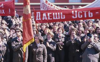 Митинг, посвященный прибытию строительного отряда. Фото: Петр Петрович Малиновский (Wikimedia Commons)