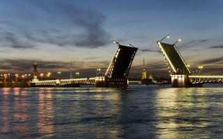 Петропавловский собор в створе Дворцового моста — один из открыточных видов города. Фото: markklimyuk9000