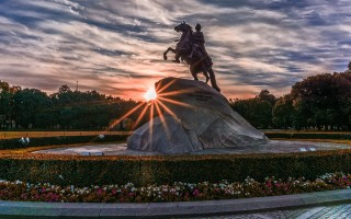 Символические памятники и достопримечательности Санкт-Петербурга