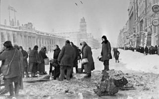 Жители блокадного Ленинграда набирают воду, источник фото: Wikimedia Commons Автор: Борис Кудояров