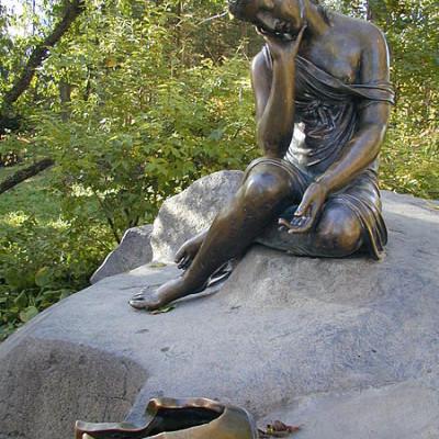 Девушка с кувшином. Автор: Дмитрий Пихурин, Wikimedia Commons