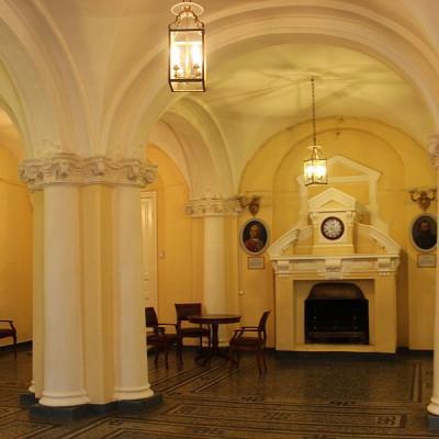 Вестебюль Шуваловсого дворца. Автор: Museumhygiene, Wikimedia Commons