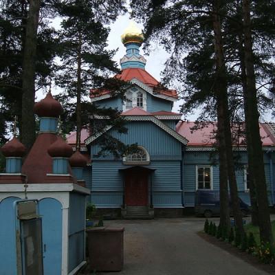 Восточный фасад церкви в Лахте. Автор:  Пётр Иванов, Wikimedia Commons