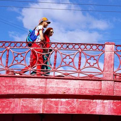 Красный мост.  Автор: TaVaKo, Wikimedia Commons