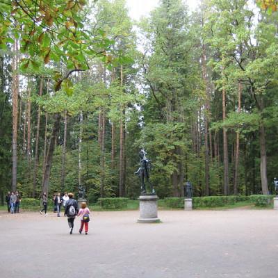 Павловский парк. Центр Двенадцати дорожек. Автор: Александров, Wikimedia Commons