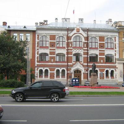 Администрация Василеостровского района, дом № 55А, источник фото: Wikimedia Commons, Автор: Peterburg23