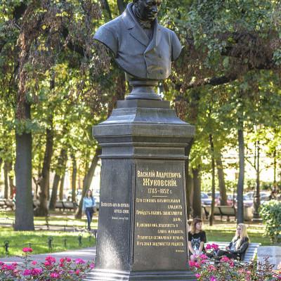 Бюст В.А. Жуковского в Александровском саду. Автор: Alex 'Florstein' Fedorov, Wikimedia Commons