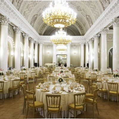 Белоколонный зал, источник фото: https://www.yusupov-palace.ru/ru/services/halls
