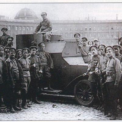 Юнкера на Дворцовой. 1917 г., источник фото: Wikimedia Commons, Автор: неизвестен