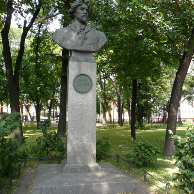 Памянтик-бюст В. И. Сурикову. Автор: Щербаков4, Wikimedia Commons