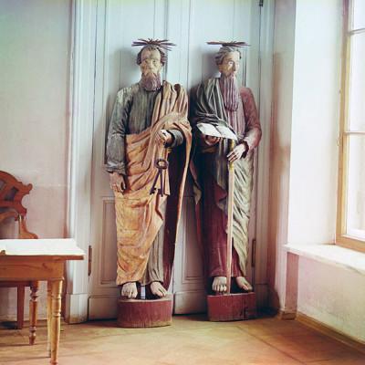Деревянные скульптуры апостолов Петра и Павла, источник фото: Wikimedia Commons, Автор: Sergey Prokudin-Gorsky