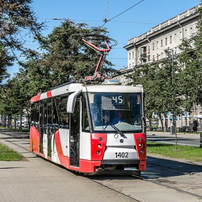 Трамвай ЛМ-2008 на Московском проспекте, источник фото: Wikimedia Commons, Автор: Florstein