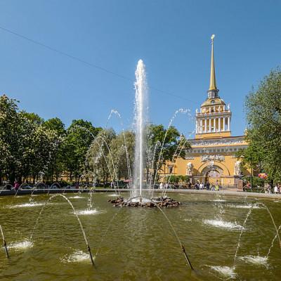 Фонтан в саду. Автор: Alex 'Florstein' Fedorov, Wikimedia Commons