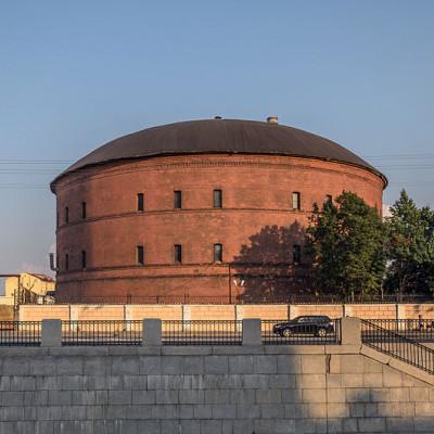 Газгольдер Петербургского газового завода. Автор: Florstein, Wikimedia Commons
