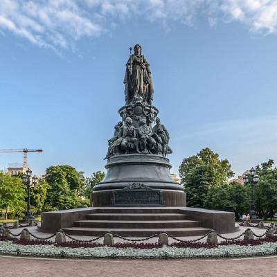 Памятник Екатерине Второй. Автор: Florstein,  Wikimedia Commons