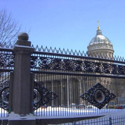 Казанский собор.Решетка со стороны Казанской ул., источник фото: http://www.hellopiter.ru/Kazan_cathedral_photo.html