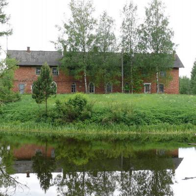 Кирпичный дом в усадьбе Приютино, источник фото: Wikimedia Commons Автор: Владимир Синьков