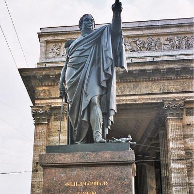 Памятник Кутузову на Казанской площади перед Казанским Собором в Санкт-Петербурге, источник фото: Wikimedia Commons, Автор: user:Errabee