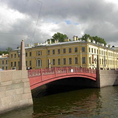 Красный мост.  Автор: Alex Bakharev, Wikimedia Commons