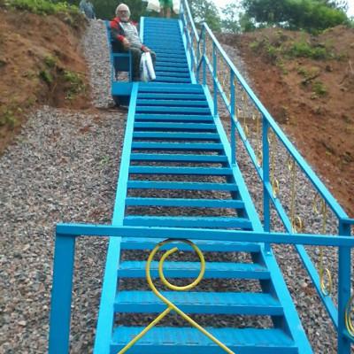Новая лестница к святому источнику, деревня Хотнежи, источник фото: https://www.facebook.com/groups/hotnezha Автор: Татьяна Богданова