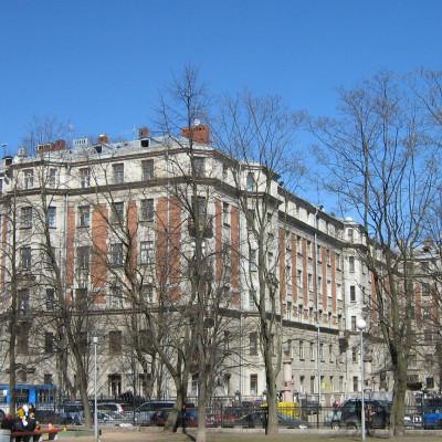 Музей-квартира Кирова, вид на дом со стороны Кронверкской ул. Автор: Potekhin, Wikimedia Commons