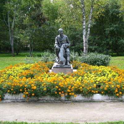 Памятник Некрасову у Дома-музея, источник фото: Wikimedia Commons. Автор  Alexander V. Solomin