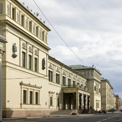 Новый Эрмитаж, вид с Милионной улицы, источник фото: https://vk.com/hermitage_museum