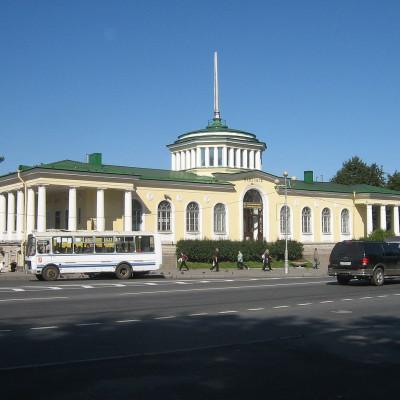 Павловск, ж/д вокзал Автор фото: Peterburg23 (Wikimedia Commons)