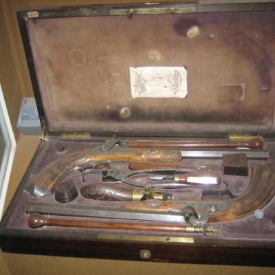 Дуэльные пистолеты времен Пушкина.  Автор: Lkitrossky, Wikimedia Commons