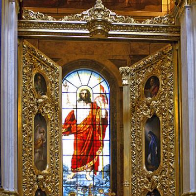 Воскресение Христа. 1841—1843. Витраж главного алтаря, источник фото: Wikimedia Commons, Автор: Heidas (talk | contribs)