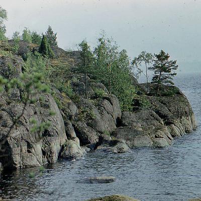 Скалы на о. Патасаари, источник фото: Wikimedia Commons, Автор: Vitold Muratov